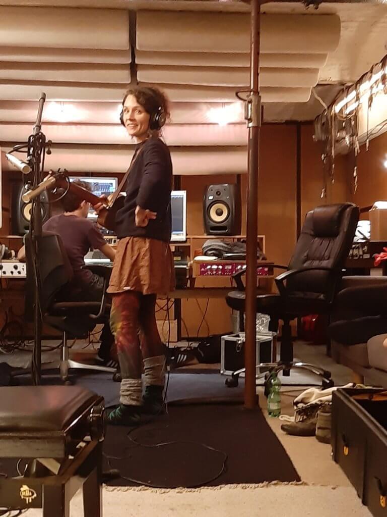 Tina von Zargenbruch im Studio